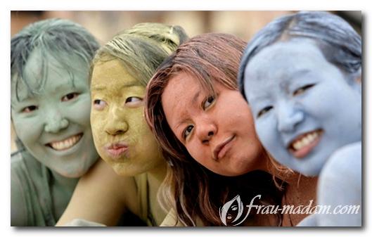 маски из глины разного цвета
