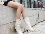 Белые сапоги: зимние и осенние, кожаные и резиновые, с каблуком и без. Как почистить и обновить цвет?