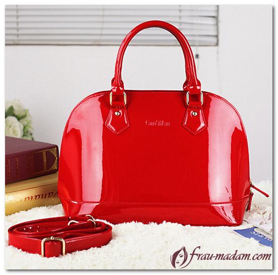 красная лакированная сумка