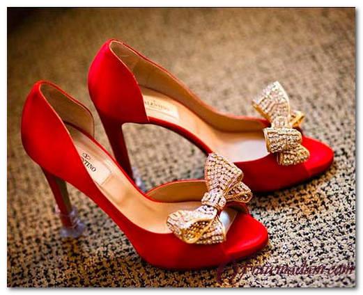 Красные туфли: с чем носить, фото образов