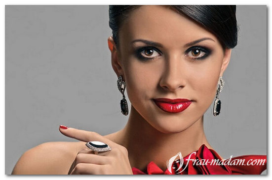 Макияж с красным платьем фото брюнетка