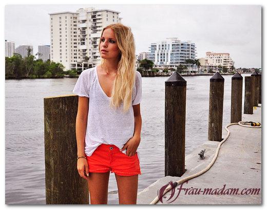 С чем одевать красные шорты весной и летом?