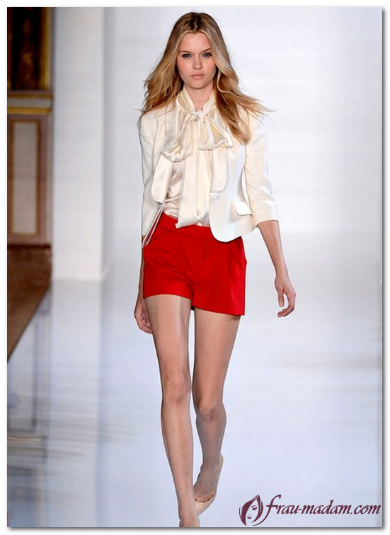красные шорты женские как носить