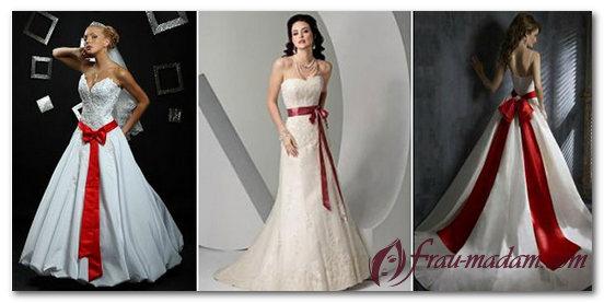 свадебное платье с красными элементами фото