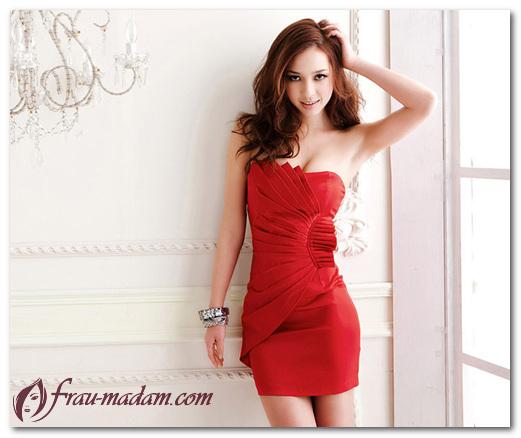 Как создать шикарный образ с вечерним красным платьем?
