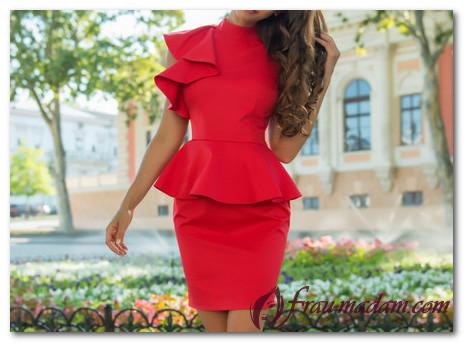 Как создать красивый образ с красным платьем с баской?