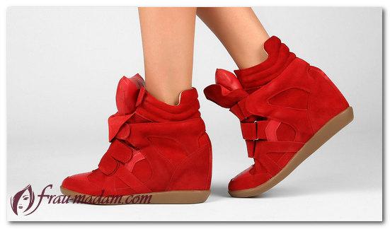 красные кроссовки фото