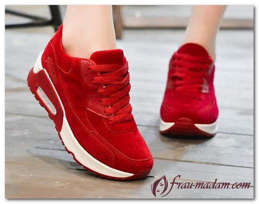 С чем носить высокие кроссовки красного цвета?