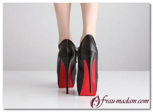 Туфли с красной подошвой: с чем носить?