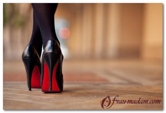 обувь с красной подошвой с чем носить