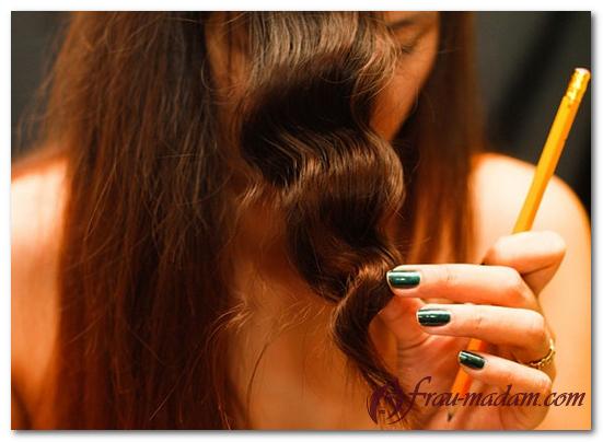 как делаются волнистые волосы с помощью карандаша