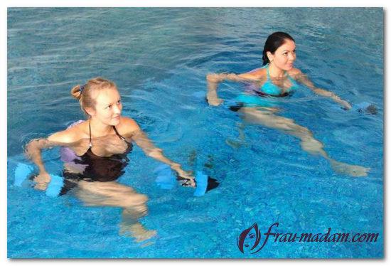 аэробика в воде бассейне
